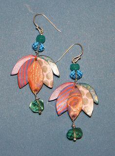 Pendientes de arcilla polimérica, cuentas de cristal y plata de ley.  Polymer clay, sterling silver and glass beads earrings.