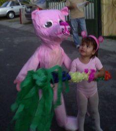 Y que tal esta pequeña pantera rosa, es increíble los gustos de los niños cuando deciden que tema quieren para su fiesta de cumple años??
