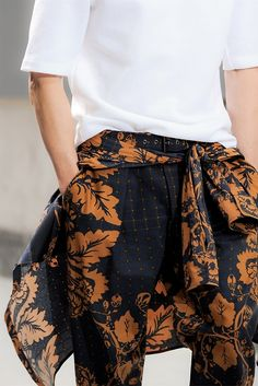 the curious bumblebee - fahrenheithommes: Phillip Lim Urban Fashion, High Fashion, Mens Fashion, Style Fashion, Fashion Details, Fashion Tips, Fashion Trends, Style Haute Couture, Inspiration Mode
