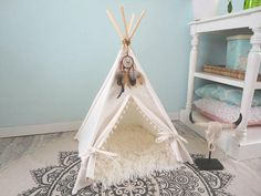 Biggles Needs This! Pet teepee including fake fur or linen pillow. Tipi Diy, Cat Teepee, Teepee Tent, Standing In The Rain, Ninja Cats, Collor, Fake Fur, Linen Pillows, Dog Bed