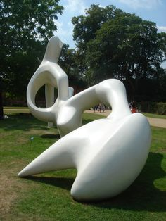 Henry Moore at Hatfield House - Amazingly beautiful sculptures admired by Secret Art Collector. Plaster Sculpture, Art Sculpture, Abstract Sculpture, Henry Moore Sculptures, Michelangelo, Art Pictures, Photos, Spirited Art, Contemporary Sculpture