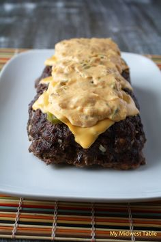 Cheeseburger Meatloaf with Famous Burger Sauce - burger sauce: cup light mayo 3 Tbsp. Thm Recipes, Entree Recipes, Cooking Recipes, Cheeseburger Meatloaf, Good Food, Yummy Food, Sweet Pickles, Meatloaf Recipes, Beef Dishes