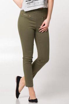Skinny dar paçası ile size fit bir görünüm kazandıracak, şık ve rahat DeFacto bayan pantolon.
