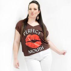 Camiseta Beijo Plus Size  Camiseta Plus Size em malha viscolycra marrom com silk de um beijo na frente com mangas curta e decote redondo nos tamnhos 46 ao 58    #camisetaplussize #plussize #modaplussize #modaplussizebrasil #mulherplussize #mulheresplussize #tamanhogrande #vickttoriavick#modaplussizebr #plussizebrasil #plussizefashion #modagg #moda #fashion #feitonobrasil #plussizes #plussizebr #gordinhasdobrasil #modafemininaplussize #somosplussize #fatshion #lojaplussize #lojafeminina…