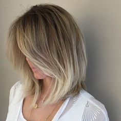 Slightly A-Line Lob + Silver Blonde Lowlights.this is how I want my hair! Hair Styles 2016, Medium Hair Styles, Short Hair Styles, Blonde Color, Hair Color, Bright Blonde, Blonde Lowlights, Corte Bob, Hairstyles Haircuts