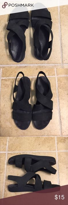 Rockport Sandals 8W Strappy black Rockport sandals.  Back strap has elastic to provide some give.  A little wear on the bottom.  I welcome reasonable offers.  Bundle and save 15% on 3 or more items.  Smoke free, pet friendly home.  Thanks for looking. Rockport Shoes Sandals