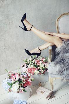 Bloom de fleur: feather dress + footwear + flowers in hat boxes