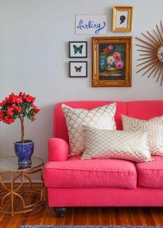 hot pink couch + gold accents // home style.you had me at hot pink couch :) My Living Room, Home And Living, Living Room Decor, Living Spaces, Small Living, Bedroom Decor, Wall Decor, Home Interior, Interior Design