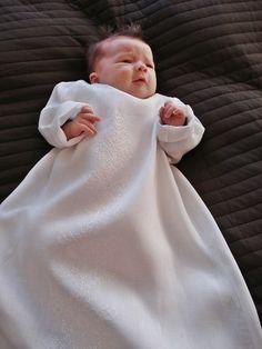 Suloinen pikkuprinsessa pukeutui valkoiseen. www.kirjosilta.fi