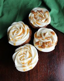 Top your favorite treats with this easy to make caramel buttercream. Just imagine all of the cakes, cupcakes and cookies it could go on! Caramel Buttercream Frosting, Cake Frosting Recipe, Homemade Frosting, Icing Frosting, Frosting Recipes, Cake Recipes, Cupcake Cakes, Cupcakes, Cake Fillings