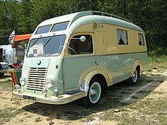 I want it Vintage Renault Motorhome. Camping Vintage, Vintage Rv, Vintage Caravans, Vintage Travel Trailers, Vintage Signs, Cool Campers, Retro Campers, Vintage Campers, Rv Campers