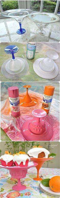 Pratos e taças de plastico quando pintadas ficam com um acabamento incrível e acabam saindo mais barato do que a louça.