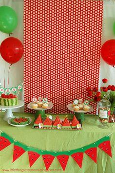 Watermelon Summer Party! Sandia alguien quiere? que mas para refrescar bajo el calor del verano umm.