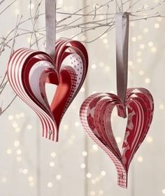 DIY Christmas: Paper Hearts – Truffaut Garden Center Truffaut Paper Tips Source by tsukimy Valentine Decorations, Valentine Crafts, Holiday Crafts, Christmas Decorations, Paper Hearts, Paper Ornaments, Christmas Tree Ornaments, Diy Crafts To Sell, Diy Crafts For Kids