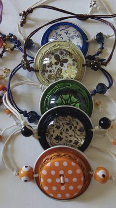 Bracelet capsule nespresso - Maggie S. Diy Jewelry, Jewelery, Handmade Jewelry, Dosette Nespresso, Button Bracelet, Heart Bracelet, Coffee Pods, Coffee Beans, Bijoux Diy