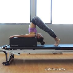 """Reverse Picke On The Box"" Great way to take your spine stretch a lill deeper without putting pressure on your neck. Personally, I make a point doing this during my ""Lady Week"" to take the pressure out off my lower back and moving my lower abs. You know what I meeeeaan.. * www.mypilates-place.com"