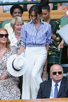 Emma Watson, Meghan Markle, and Other Celebs Showed Up at Wimbledon in Style Blue Striped Shirt Outfit, Outfits With Striped Shirts, Blue And White Striped Shirt, Outfits With Hats, Style Emma Watson, Emma Watson Estilo, Estilo Meghan Markle, Meghan Markle Stil, Outfit Summer