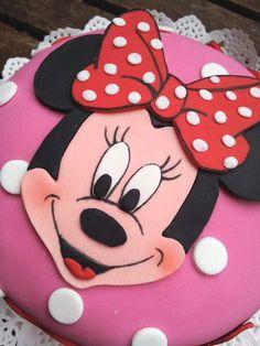 """Este fue el primer pastel que hice con la figura de Mickey Mousse, bueno en este caso Minie.   Teresa quería un pastel de """"Mickey chic..."""
