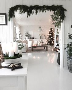 White living room with dark green Christmas accents Fir green as . - White living room with dark green Christmas accents Fir green as a garland over the passage – - Scandinavian Christmas Decorations, Modern Christmas Decor, Christmas Interiors, Christmas Living Rooms, Cozy Christmas, Green Christmas, Holiday Decor, Beautiful Christmas, Christmas Doorway Decorations