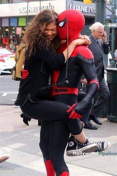 Tom Holland and Zendaya // Spiderman Far From Home Marvel Dc Comics, Marvel Movies, Marvel Avengers, Comic Movies, Marvel Funny, Stucky, Hulk, Tom Holland Zendaya, Deadpool