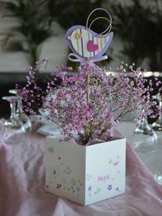 κασπώ και στικ με υφασμάτινο πουλάκι για διακόσμηση τραπεζιού βάπτισης Glass Vase, Decorative Boxes, Shabby Chic, Baby Boy, Bloom, Gift Wrapping, Bird, Crafts, Weddings