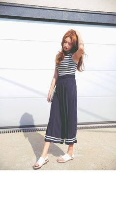 Striped Hem Pleated Pants (Navy) | STYLENANDA