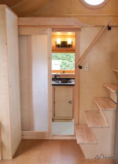 This is the Damselfly House: a 24'x10′ tiny house on wheels. It's built by Zyl Vardos and is currently for sale. Enjoy! 24'x10′ Damselfly House by Zyl Vardos (For Sale…