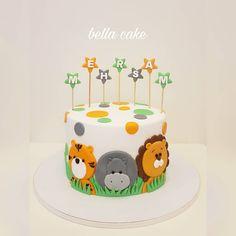 Cake_Animal_Jungle - Hash Tags - Deskgram - [board_name] - Kuchen Jungle Birthday Cakes, Jungle Theme Cakes, Baby Boy Birthday Cake, Animal Birthday Cakes, Safari Cakes, Baby Boy Cakes, First Birthday Cakes, Baby Shower Cakes, Bolo Original