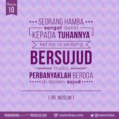 """Dituturkan dari Abu Hurairah ra. yang berkata bahwasanya Rasulullah saw. bersabda, أقرب ما يكون العبد من ربه و هو ساجد فأكثروا الدعاء  (Yang artinya) """"Sedekat-dekat seorang hamba kepada Tuhannya ialah ketika ia sedang bersujud. Karena itu, perbanyaklah berdoa dalam sujud."""" Hadits Riwayat Muslim  Dikutip dari Kitab Riyadh Al-Shalihin karya Imam Nawawi Kitab Al-Adzkari (Kitab Tentang Mengingat Allah SWT. dan Berdoa Kepada-Nya), Bab 8: Beberapa Hal yang Berkaitan dengan Doa"""