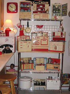 Awesome collection of Vintage Kitchen Playsets both red and teal and vintage toys I am in heaven ! Vintage Pyrex, Vintage Tins, Vintage Dolls, Vintage Kitchen, Vintage Antiques, Retro Vintage, 1950s Kitchen, Kitchen Playsets, Toy Kitchen