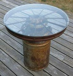Make a fountain from a wagon wheel?Milk can & wagon wheel. My small dining room table is a wagon wheel w/ wood slates in-between. I would do the milk can version outdoors. Western Decor, Country Decor, Rustic Decor, Western Crafts, Table Cafe, Dining Room Table, Patio Table, Wood Table, Wagon Wheel Table