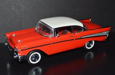 Franklin Mint 1/24 scale Die Cast Car 1957 Chevrolet Bel Air Red, white no tag