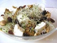 Ensalada de Brotes de Alfalfa, Queso y Frutos Secos