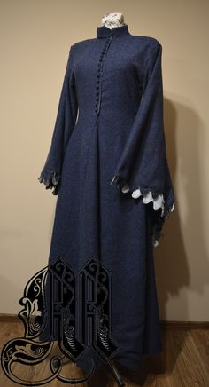 Medieval dress, 14th/15th century, houppelande. Medieval dresses made by my which you can order for yourself, for your measurements.
