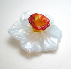 DAFFODIL FOCAL Sculptural Lampwork Glass by SerenaSmithLampwork, $22.00  https://www.etsy.com/listing/103108426/daffodil-focal-sculptural-lampwork-glass?ref=shop_home_active_14