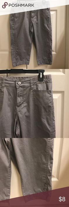 *********Size 10 P Lee grey capris Size 10 P Lee grey capris Lee Pants Ankle & Cropped