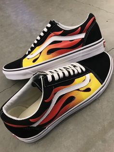 Grab classic retro styling with the Vans Old Skool Flame Black and White Skate Shoes. Embodying a suede upper with canvas along the sidewalls and double stitching details throughout high abrasion areas. Featured with bright flame graphic print along the c Vans Old Skool, Style New Balance, Vans Vintage, Vans Shoes Fashion, Fashion Outfits, Custom Vans Shoes, Cute Vans, Aesthetic Shoes, Hype Shoes
