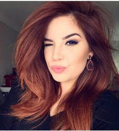 Get Gorgeous Hair Color With Henna Dye Enchanting red hair color – Station Of Colored Hairs Dark Auburn Hair, Hair Color Auburn, Red Hair Color, Hair Color Balayage, Cool Hair Color, Color Red, Hair Color For Tan Skin, Haircolor, Hair Color Ideas