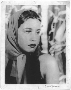 Most people know Edith Bouvier Beale from the Maysles brothers' captivating 1975 documentary Grey Gardens. Now, Bouvier Beale Jr. Edith Bouvier Beale, Edie Beale, Gray Gardens, Jacqueline Kennedy Onassis, Portraits, High Society, Marylin Monroe, Steve Mcqueen, Documentaries