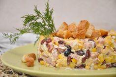 Salad with garlic croutons
