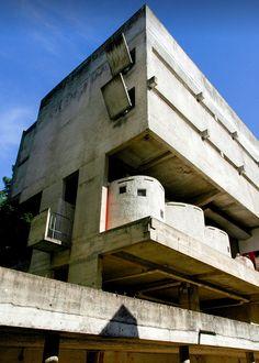Ле Корбюзье / Le Corbusier. Комплекс монастыря Sainte Marie de La Tourette, Eveux-sur-l'Arbresle, Франция. 1953-1960
