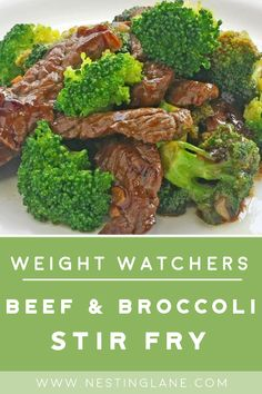 Weight Watchers Beef and Broccoli Stir Fry Recipe - A quick and easy Chinese dinner with lean beef strip sirloin chicken broth ginger root garlic red pepper flakes and soy sauce. Low calorie with 2 WW Freestyle Points and 4 Smart Points. Weight Watcher Dinners, Plats Weight Watchers, Weight Watchers Meal Plans, Weight Watchers Steak Recipe, Weight Watchers Meatloaf, Healthy Dinner Options, Healthy Dinner Recipes, Healthy Low Calorie Dinner, Vegetarian Recipes