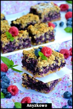 "Mixed Berry Cake ... One of the healthiest cakes in the world - no eggs, no flour, no sugar! ... a great recipe from this blog, ""Anyżkowo""."