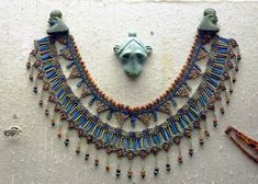 Faience and beaded Egyptian necklace Antique Jewellery Designs, Antique Jewelry, Silver Jewelry, Crystal Jewelry, Ancient Egypt Civilization, Ancient Aliens, Ancient History, Art Deco Jewelry, Jewelry Design