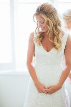 Happy bride! http://www.stylemepretty.com/2014/10/21/pastel-glamour-in-santa-monica/ | Photography: Paige Jones - http://paigejones.us/