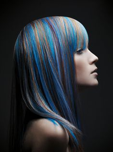 Dark brown hair with blue highlights. Rock Style, Black Hair With Blue Highlights, Blue Streaks, Pixie Hairstyles, Cool Hairstyles, Hairdos, Color Fantasia, Long Black Hair, Cool Hair Color