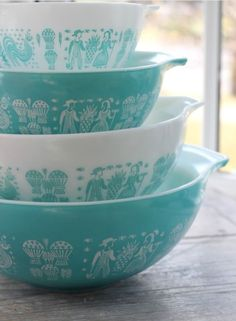 I Scored at the Thrift Store - Vintage Pyrex is Reunited! Want to get next for my collection, Vintage Pyrex Butterprint Pattern Vintage Kitchenware, Vintage Dishes, Vintage Glassware, Vintage Pyrex, Pyrex Vintage Patterns, Vintage Dinnerware, Vintage Bowls, Vintage Tins, Aqua