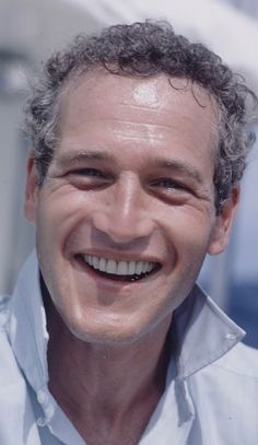 I just love seeing him in light blue. Hollywood Stars, Classic Hollywood, Old Hollywood, Alexandre Le Bienheureux, Paul Newman Joanne Woodward, Oscar Winning Movies, Shaker Heights, Actor Studio, Barbara Stanwyck