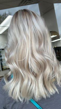 Baby Blonde Hair, Light Blonde Hair, Honey Blonde Hair, Blonde Hair With Highlights, Pearl Blonde, Cool Blonde Hair Colour, Platinum Hair Color, Gorgeous Hair Color, Colored Hair Tips