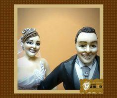 Close para foto! Escultura humanizada de noivinhos em biscuit/porcelana fria. www.facebook.com/gaiotto.atelier http://agaiotto.blogspot.com/ atelier.gaiotto@gmail.com F: (19) 3012-3588